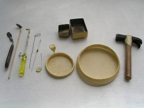 Some tools used in the preparation of the exhibition © Armanda Duarte, 2012