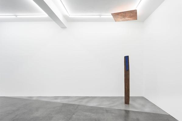 Katinka Bock, Martinzùl, 2014 (floor); Ja (April), 2014 (ceiling)