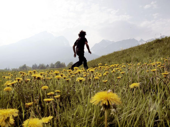 Walking makes us look, Photograph by Alex Majoli/MAGNUM
