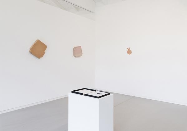 Imi Knoebel: Betoni (1990), 1000 Hasen (2021), Kassette Mennigebilder (1992)